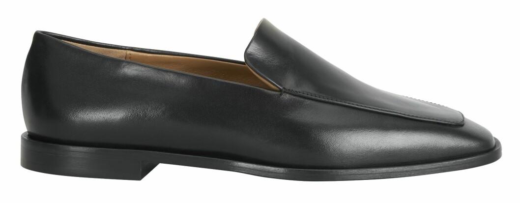 Klassiska svarta loafers från Atp Atelier.