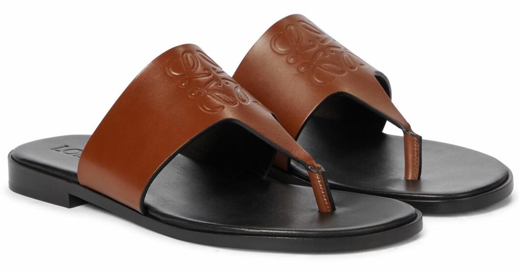 Flip flop-sandaler i brunt läder från Loewe.