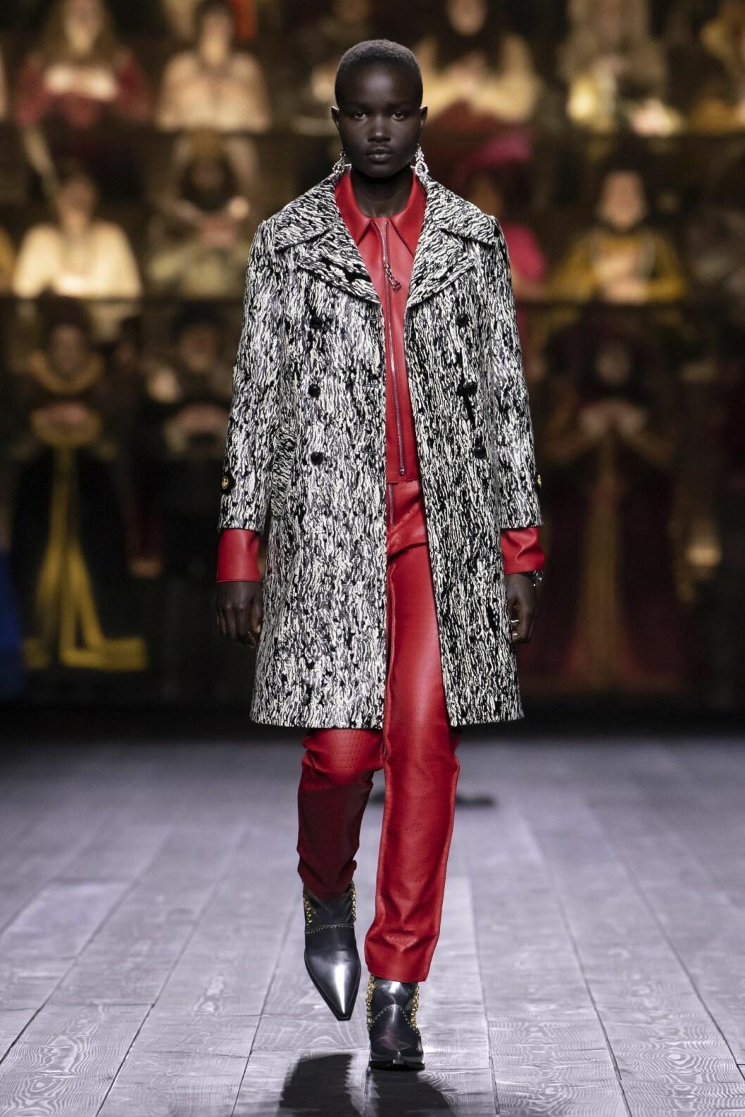 Röd läderlook Louis Vuitton AW20.