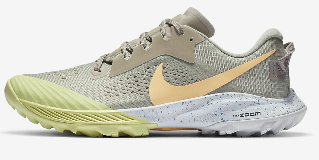 Gul och beige löparsko från Nike