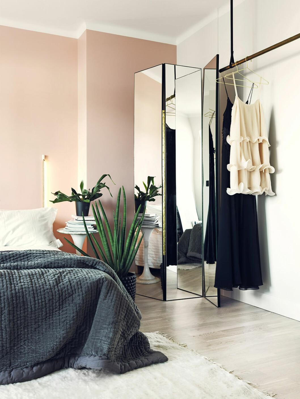 Lyxigt sovrum med klädförvaring