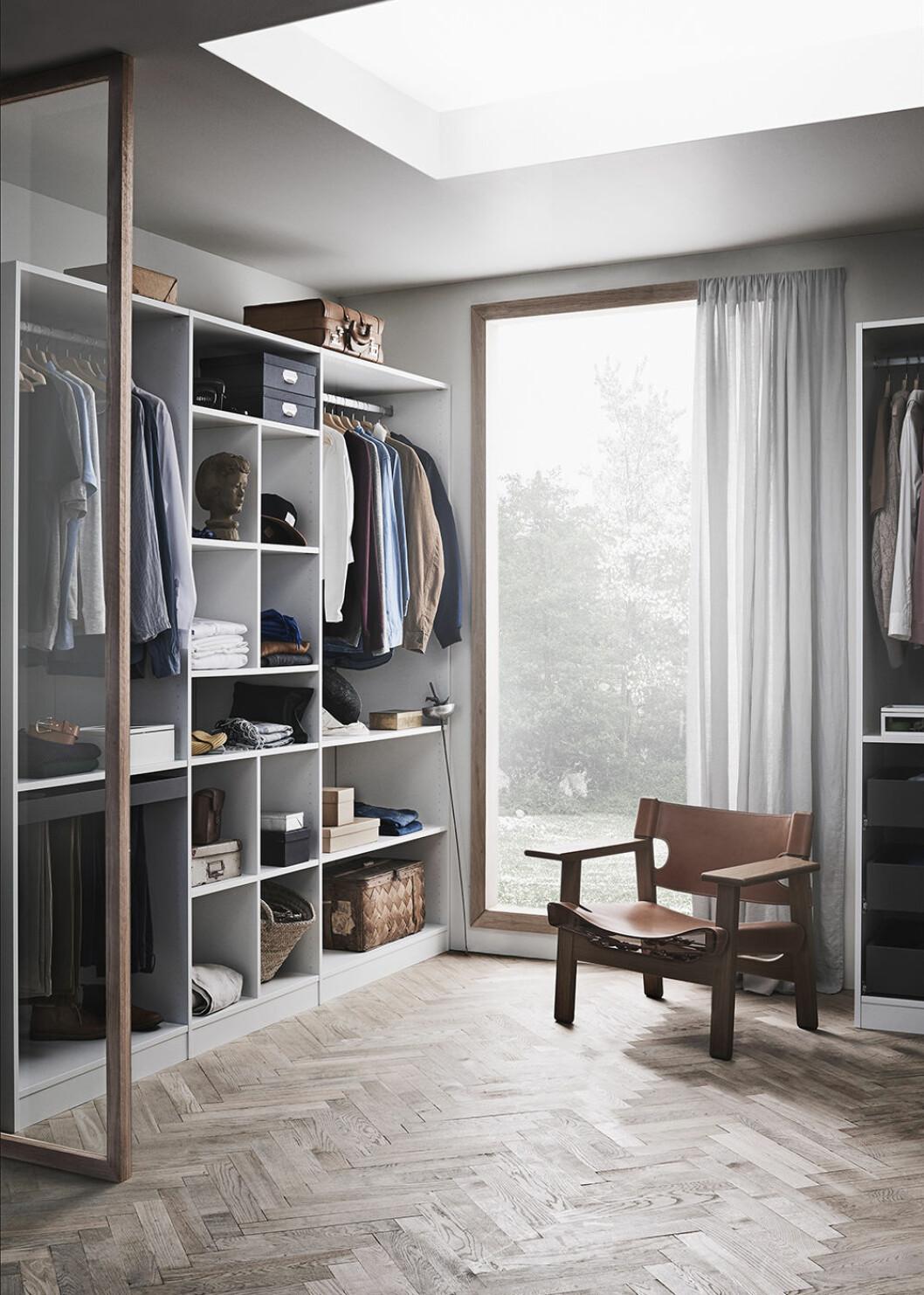 lyxig garderob med dressing room-känsla