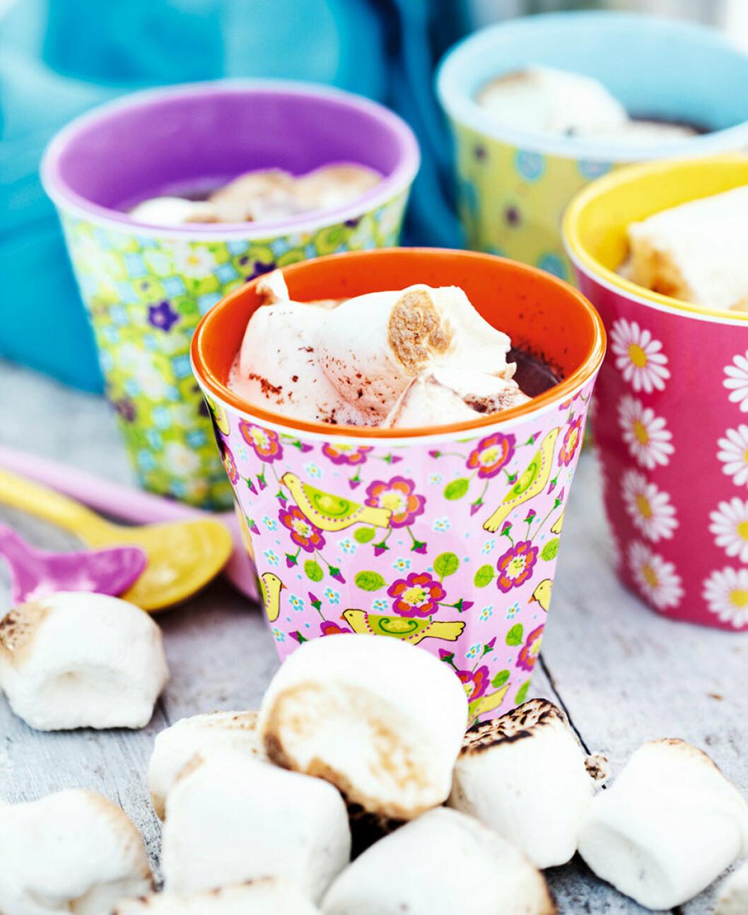 Lyxig varm choklad med marshmallows.