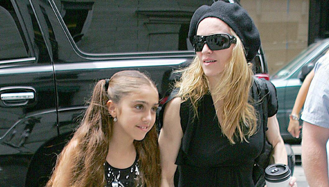 Madonna och dottern Lourdes på stan 2006!
