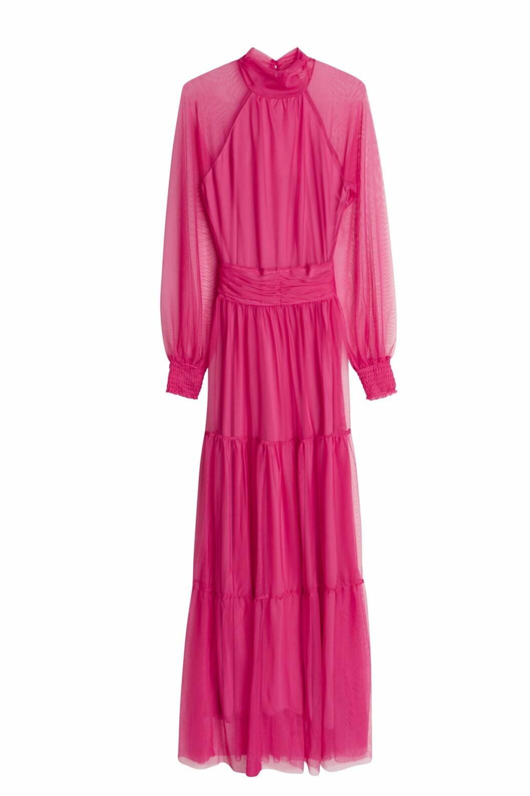 Maja Nilsson Lindelöf gör kollektion med Gina tricot –rosa klänning