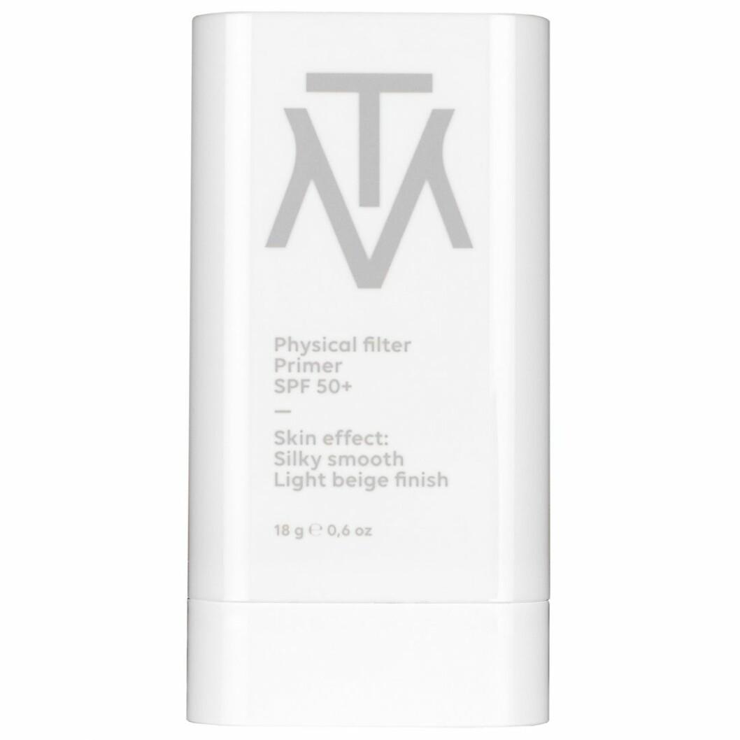 Make the make har det smidiga sticket Physical filter primer spf 50+ som ger en fin finish och skyddar under makeup.