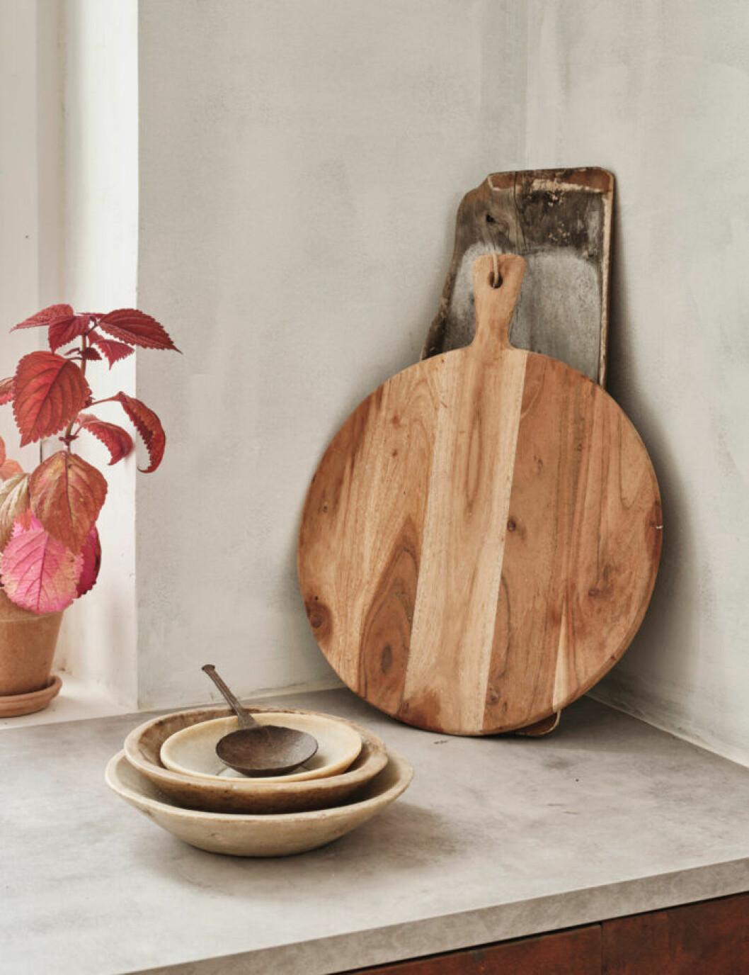 Sekelskifteslägenhet i Malmö, brun keramik i köket