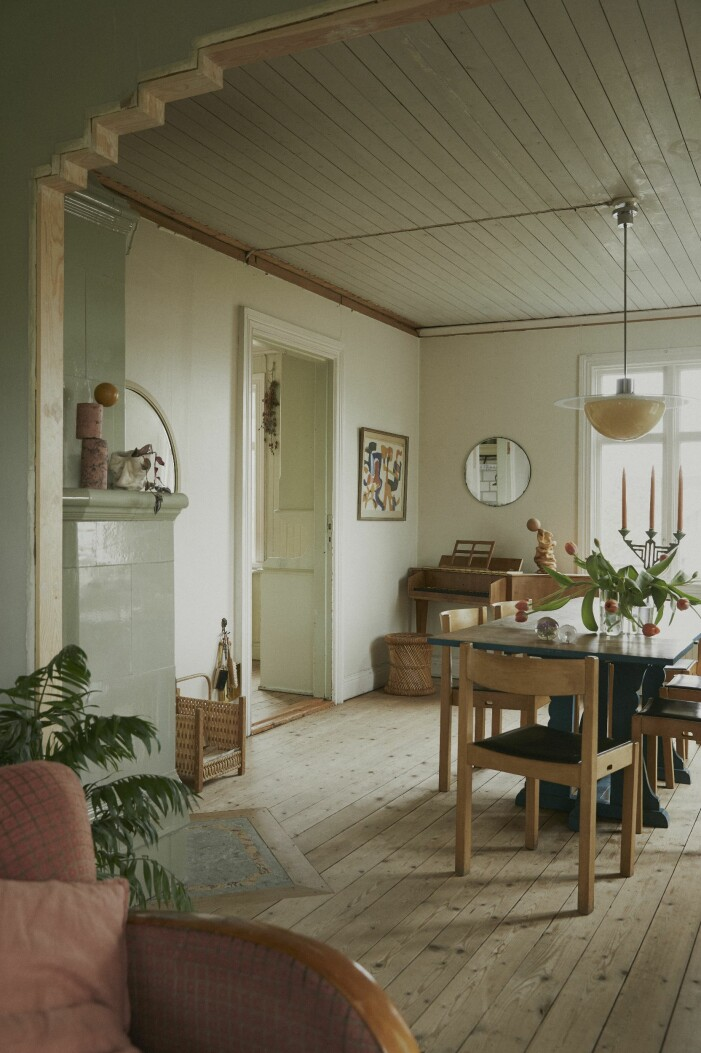 Malou Palmqvist hemma hos kakelugn vardagsrum