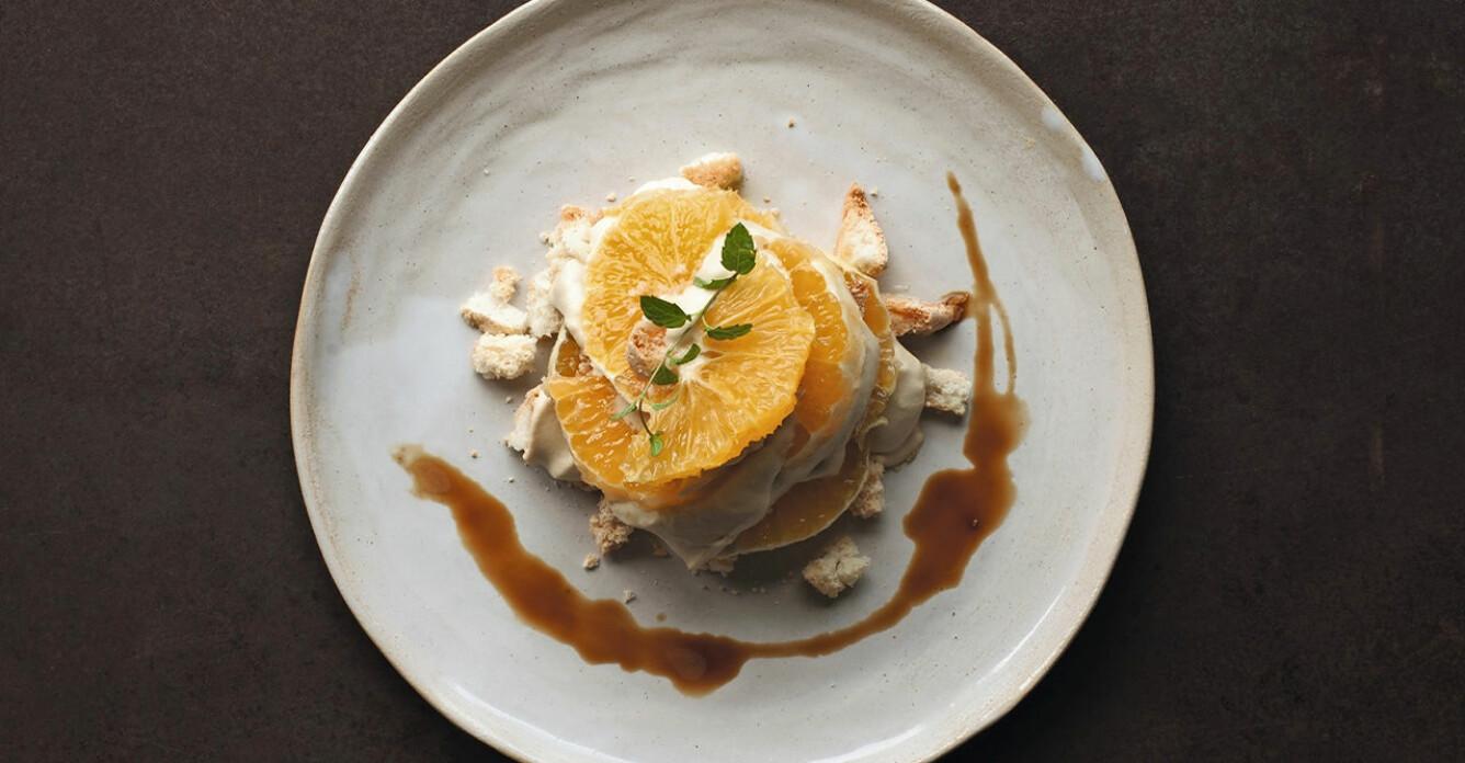 Recept på mandelmaräng med champagnemarinerad apelsin