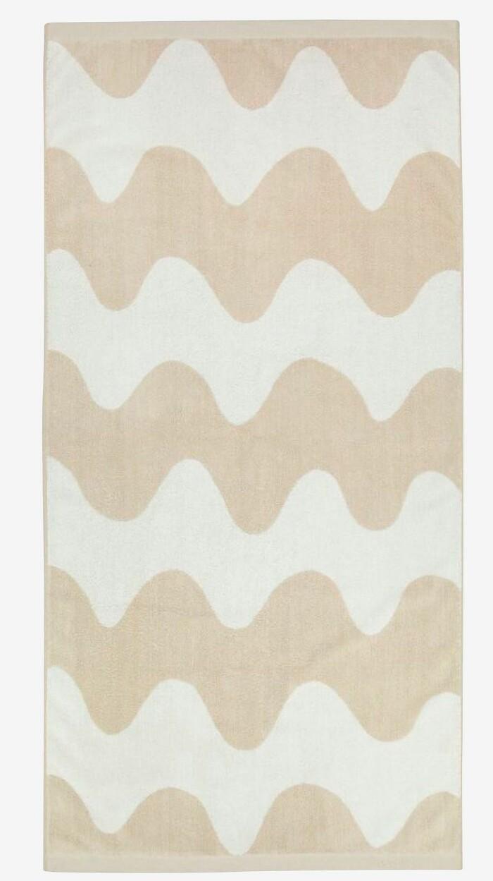 Mönstrad handduk i beige från Marimekko