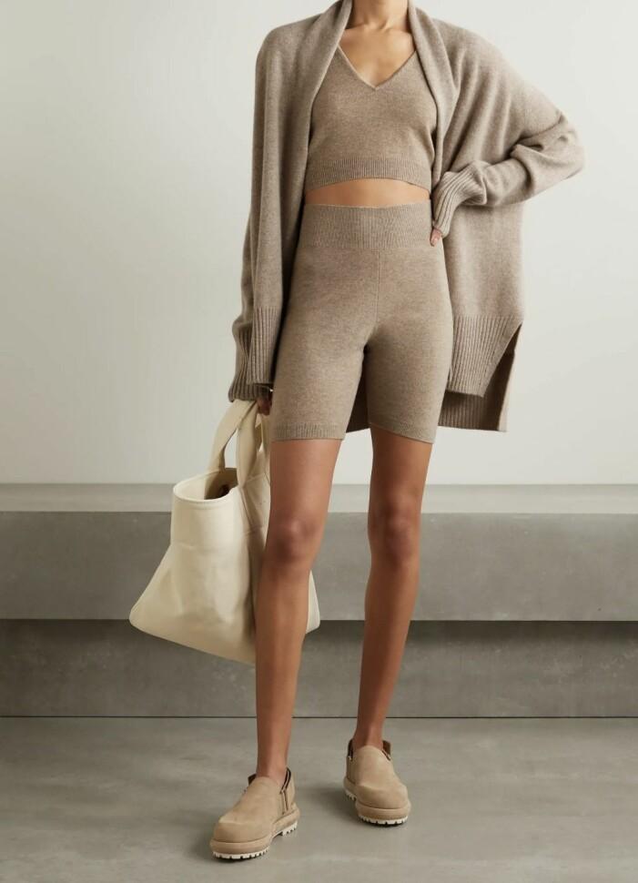 Matchande mjukisset med shorts