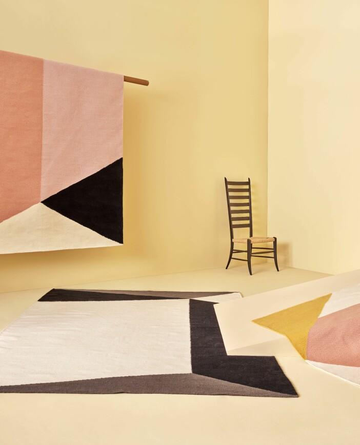 Mattor med grafiska mönster i färg