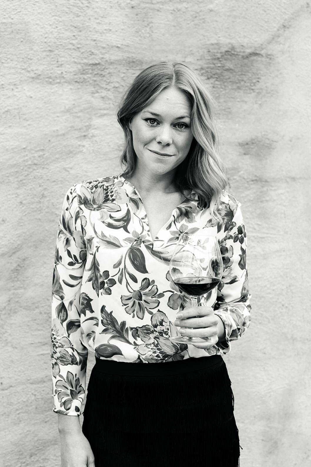 Porträttbild Maya Samuelsson, sommelier.