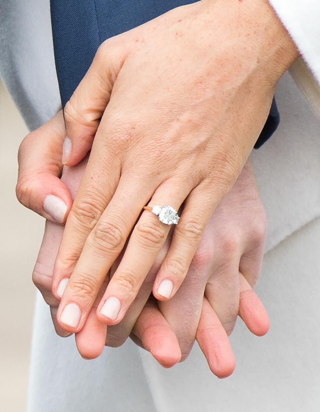 Meghan Markles förlovningsring med tre diamanter