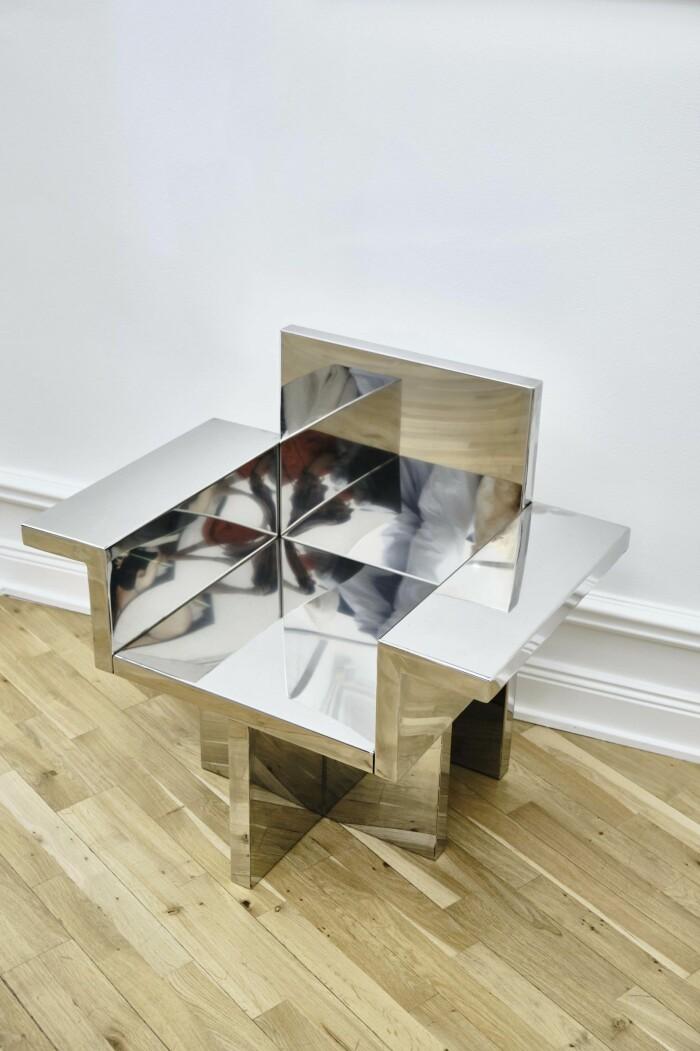 Mer glansiga möbler 202 tack! Magniberg sprider stjärnglans med stolen Horse i rostfritt stål