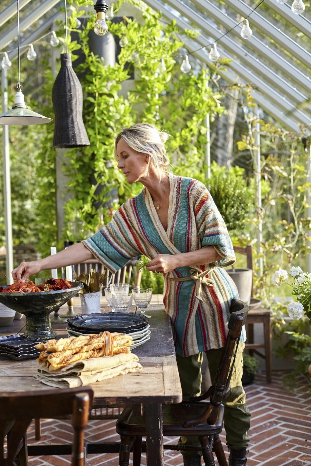 Porträtt Victoria Skoglund i sitt växthus.