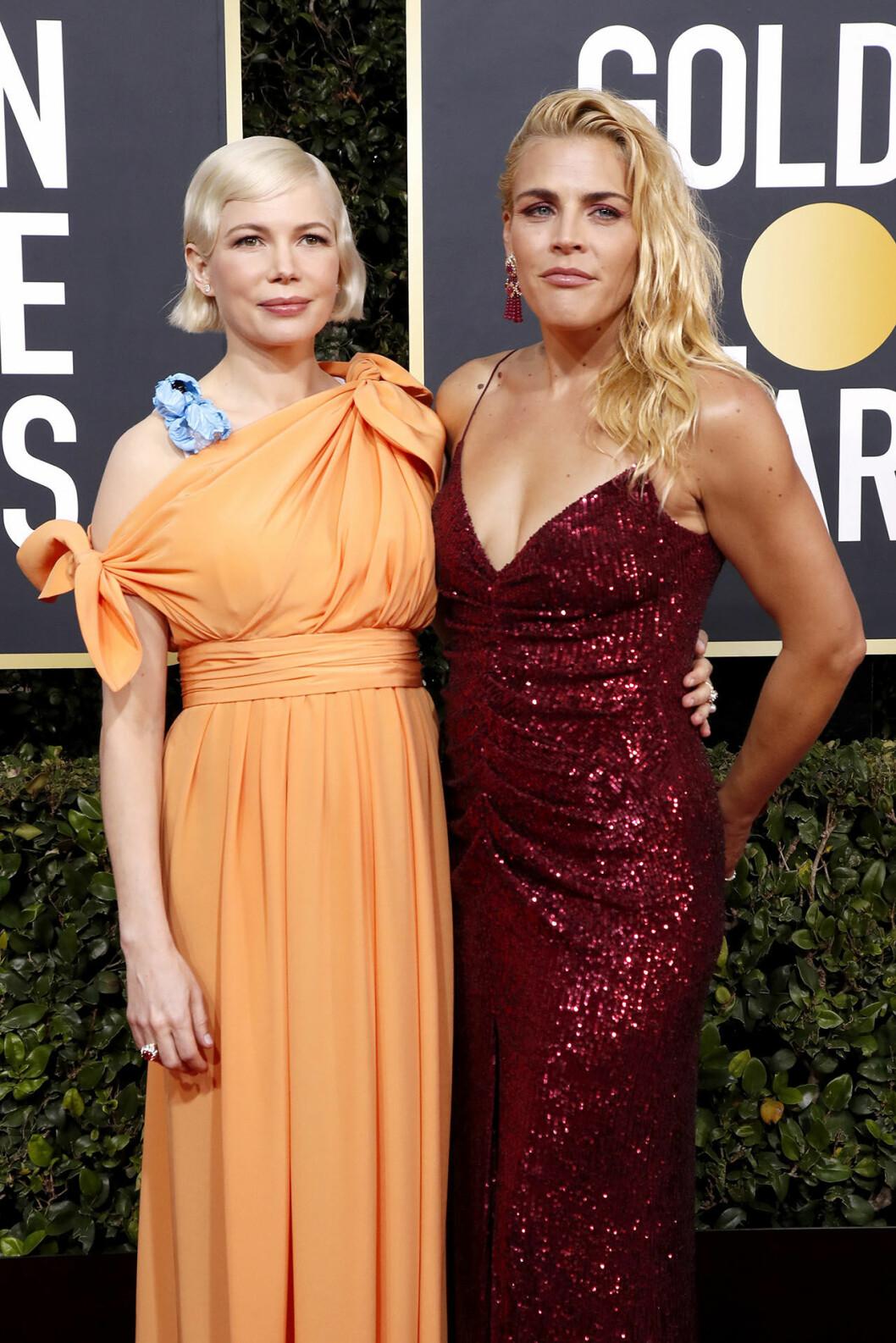 Michelle Williams och Busy Philipps på Golden Globes.
