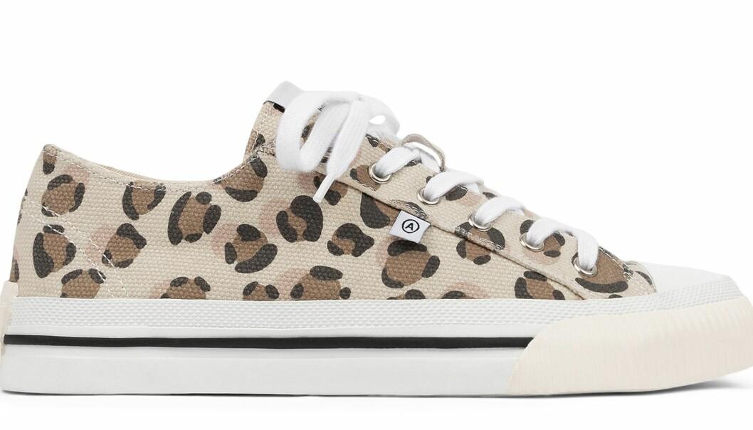 Axel Arigato midnight low sneakers i brunt leopardmönser