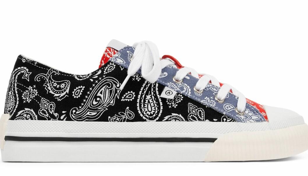 Axel Arigato midnight low sneakers i svart, rött och blå parsley