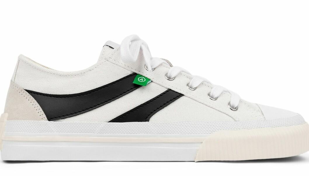 Axel Arigato midnight low sneakers i svart och vitt