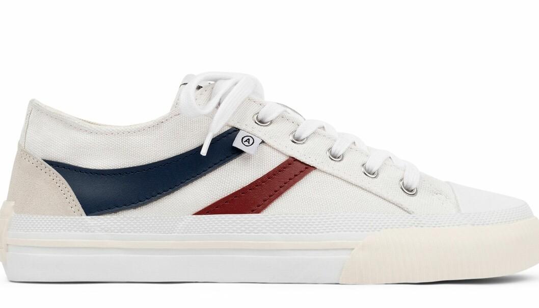 Axel Arigato midnight low sneakers i vitt, blått och bordeaux