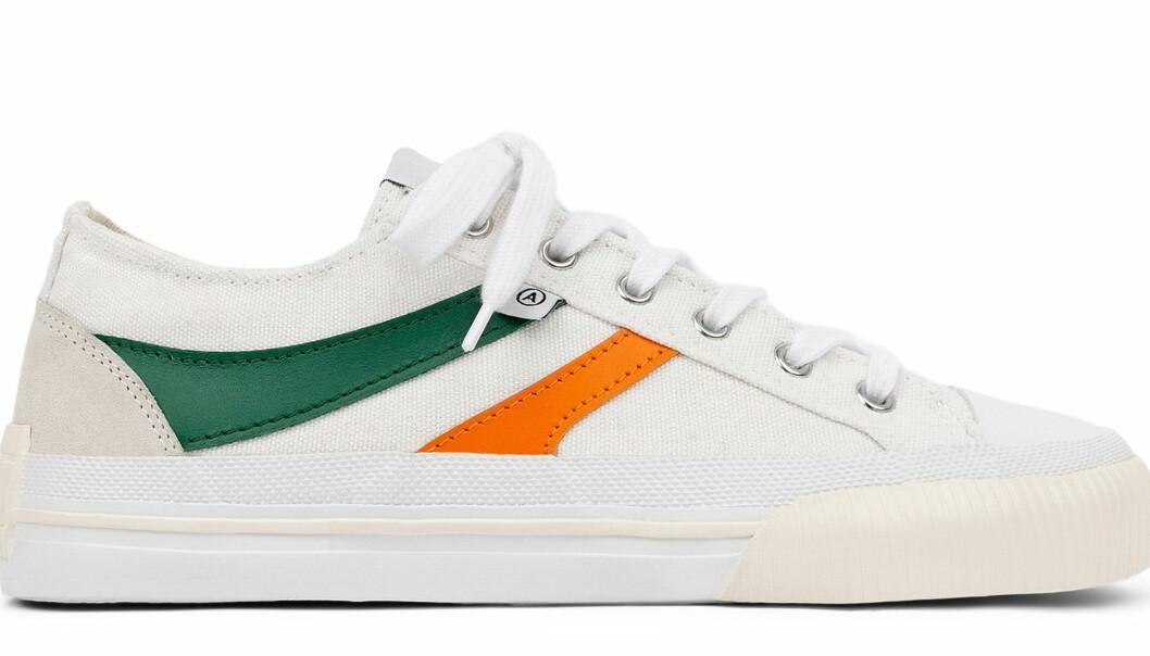 Axel Arigato midnight low sneakers i vitt, grönt och orange