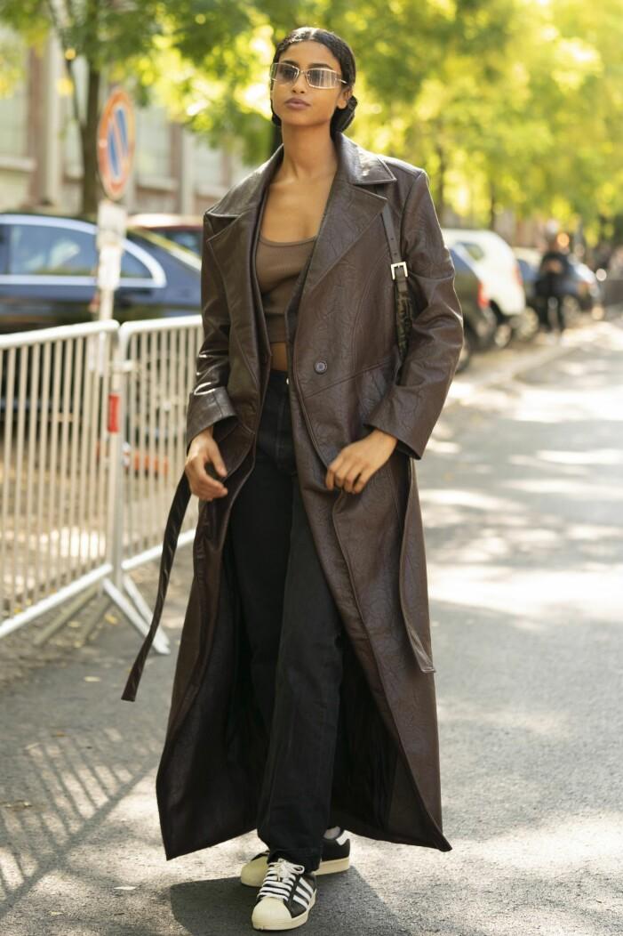 Brun läderkappa med en brun topp