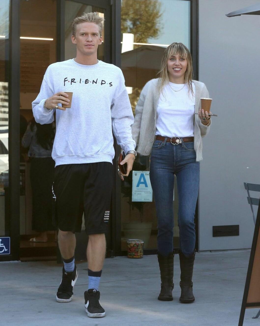 Miley och Cody hämtar kaffe