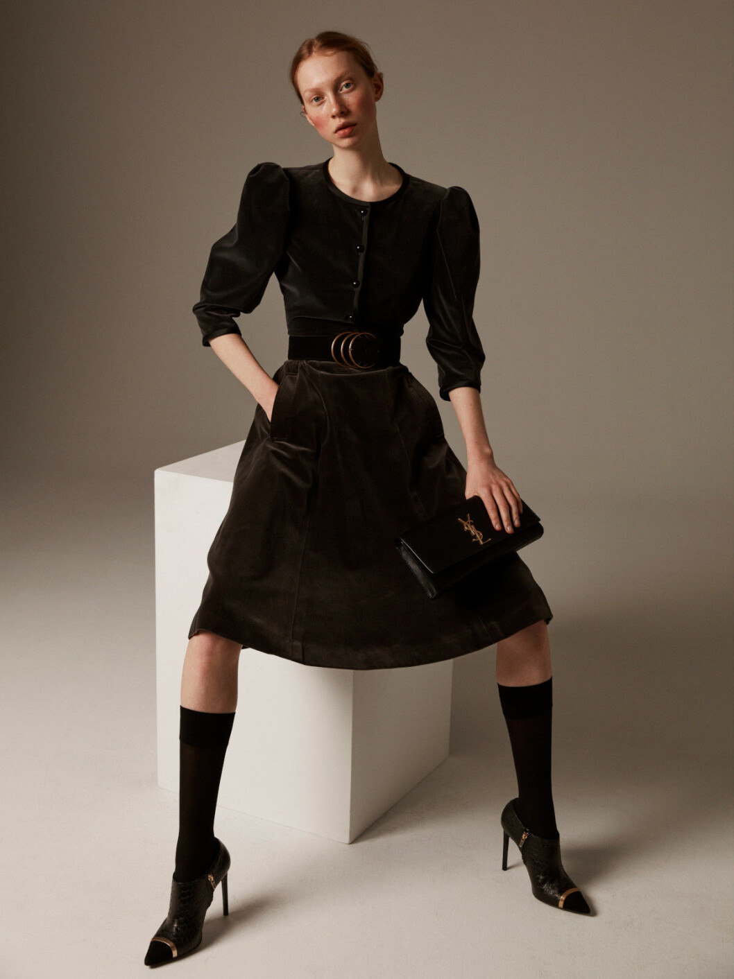 Jacka, kjol, skärp och väska, allt Yves Saint Laurent