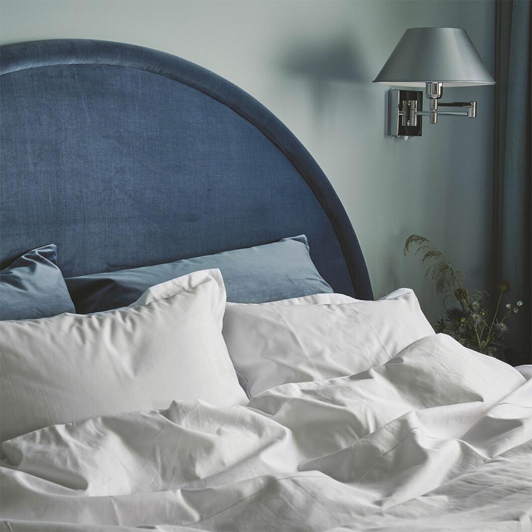 Mille Notti sänggavel Luna i blå sammet