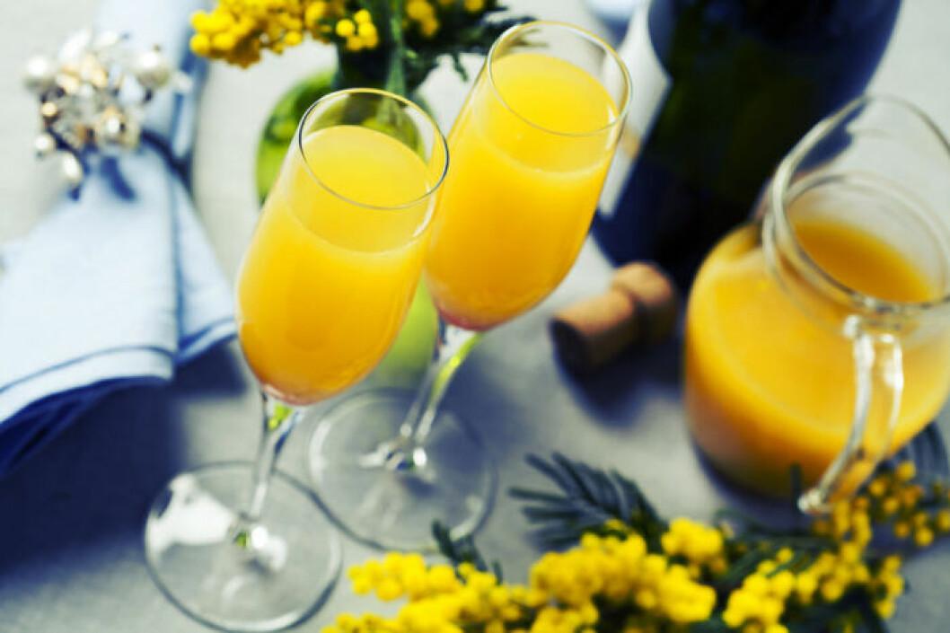 Brunchklassikern mimosa med apelsinjuice och mousserande vin.