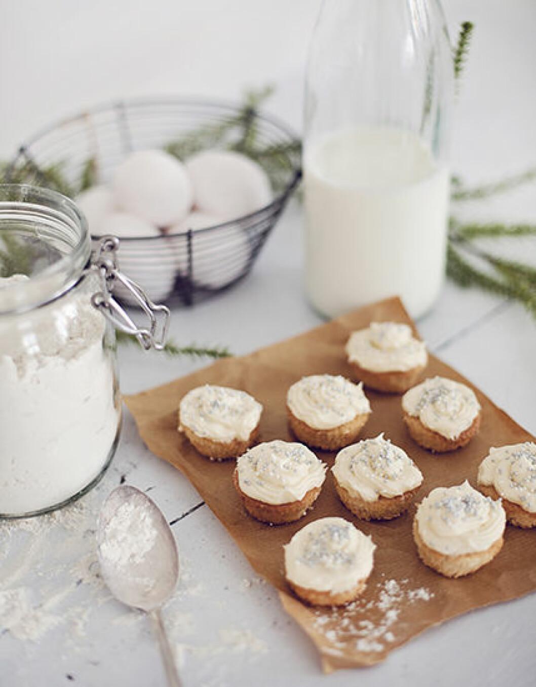 Minicupcakes med kardemummafrosting.
