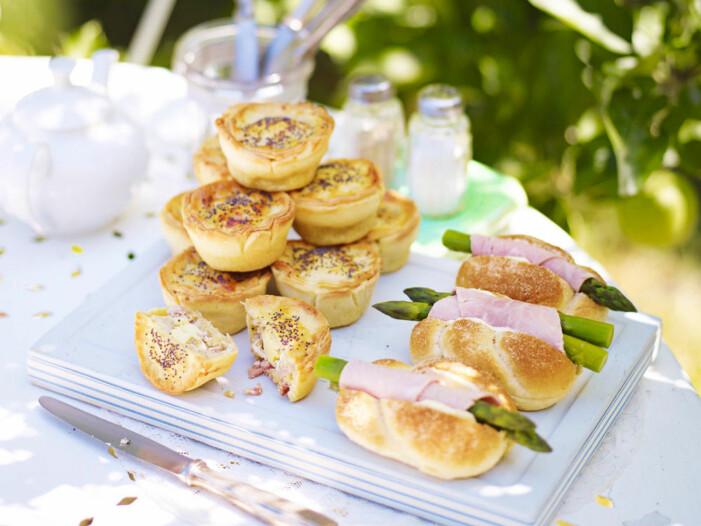 Minipajer och baguetter till mingelpartyt