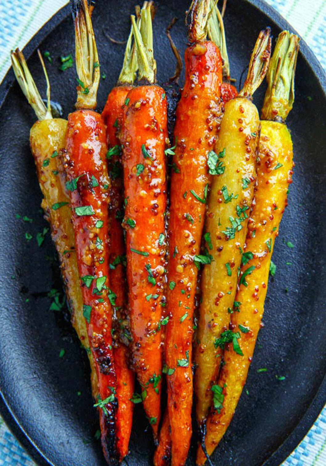 Miso- och dijongriljerade morötter