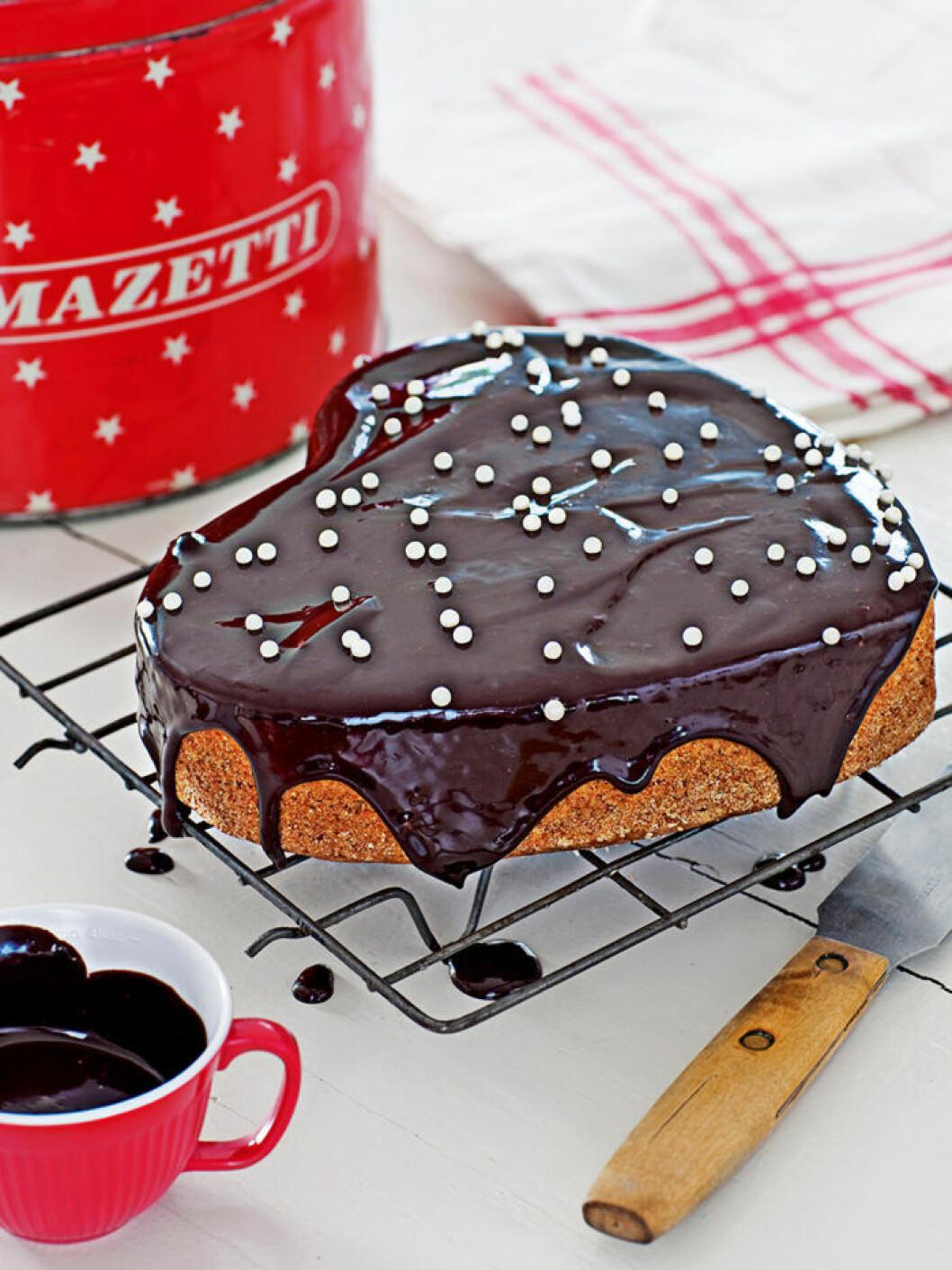 Mjuk pepparkaka med chokladglasyr.