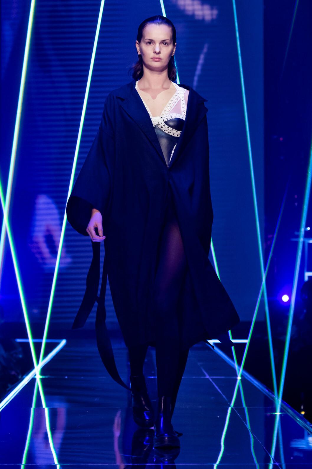 Svart kimono från visningen av årets nykomling Amanda Borgfors Mészáros.
