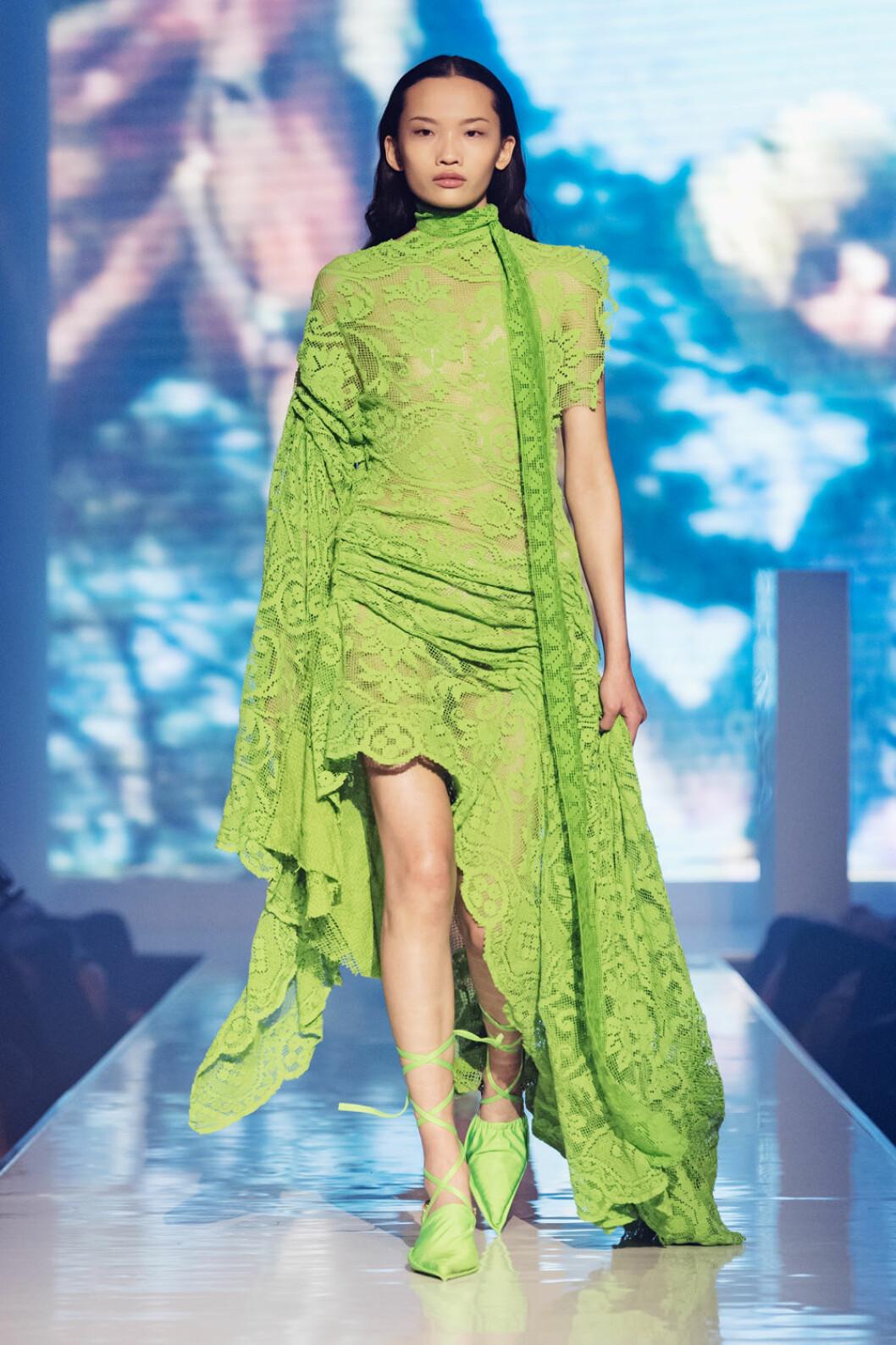 Rave Reviews visning på ELLE-galan 2019, grön spetsklänning.
