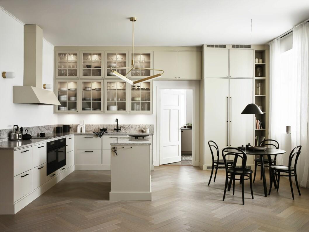 Beige kök i klassisk stil från Vedum