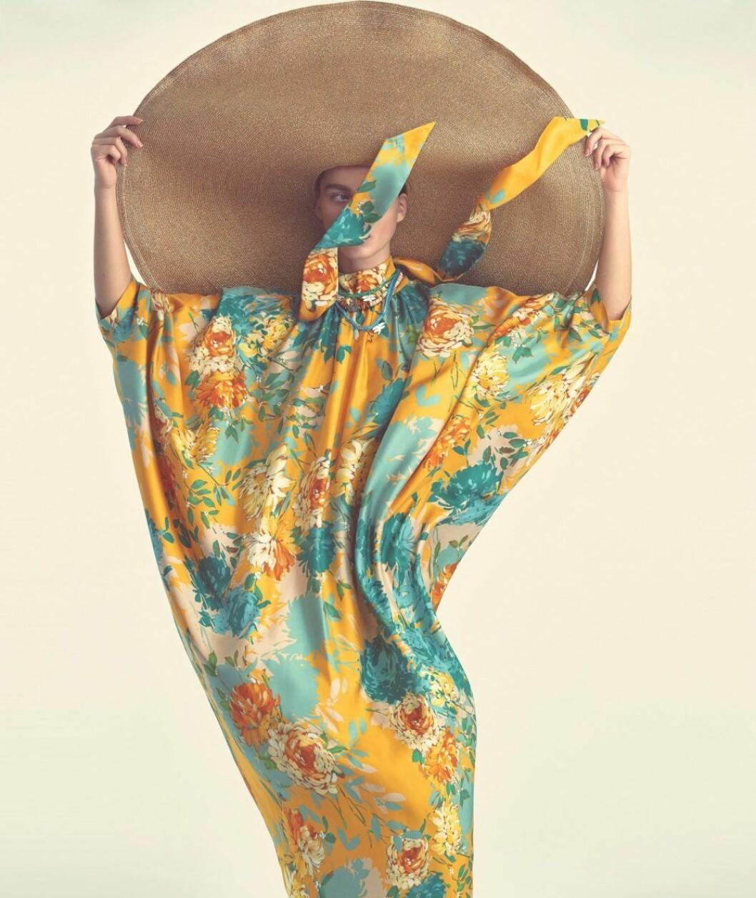 Mönstrad klänning från Gianluca Capannolo, så stylar du den blommiga trenden 2020