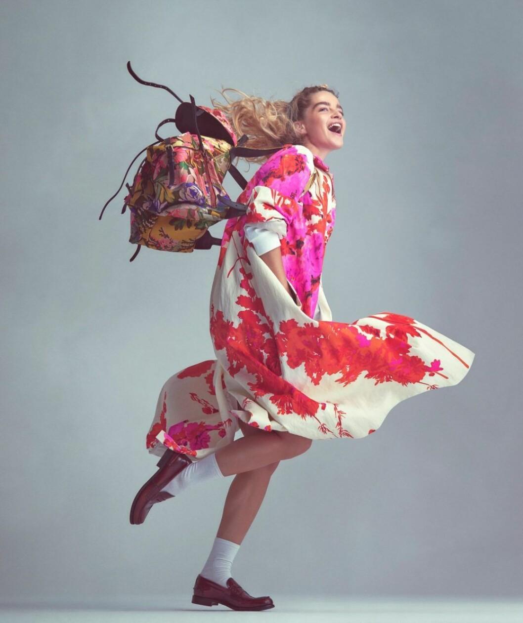 Mönstrad klänning från Dries Van Noten, så stylar du den blommiga trenden 2020