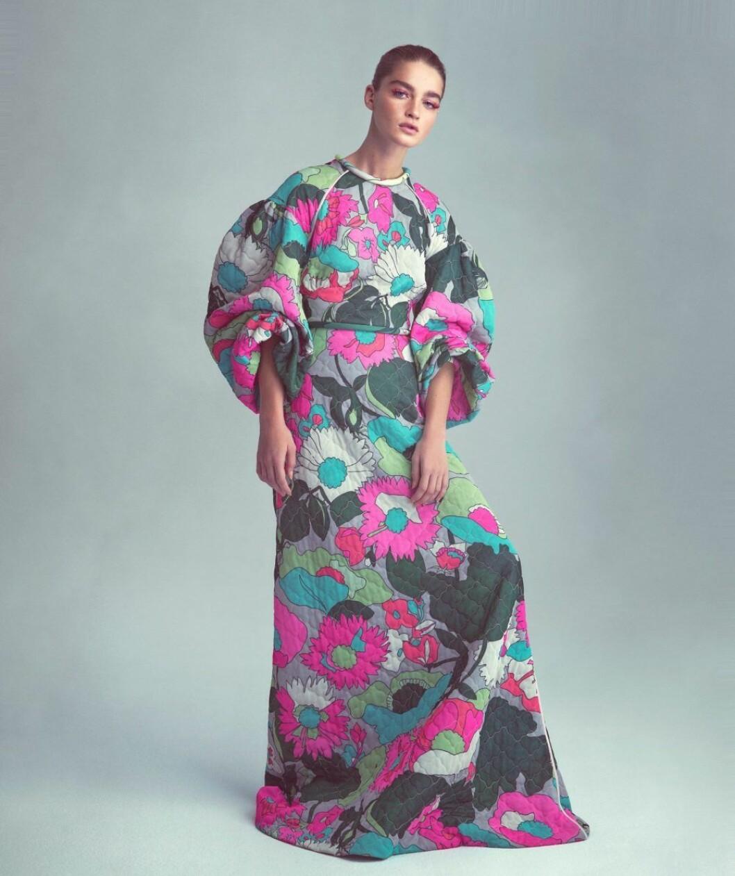 Blommig klänning från Fendi, så stylar du den blommiga trenden 2020