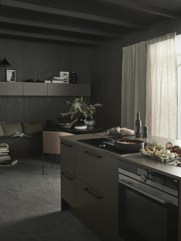 mörkt kök i jordnära färger från marbodal