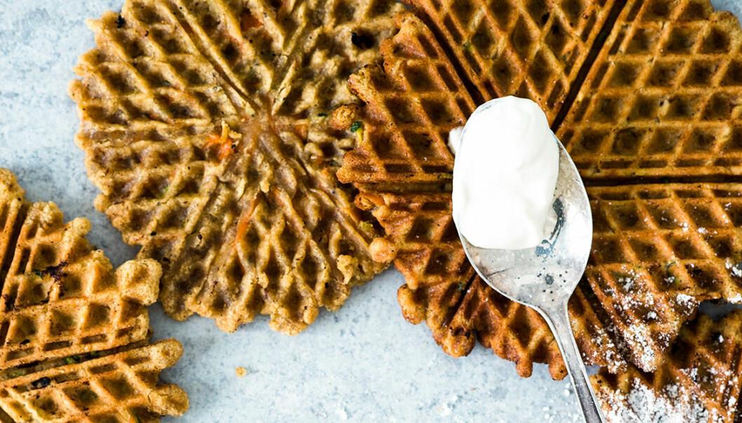 Recept på morotsvåfflor med färskostfrosting