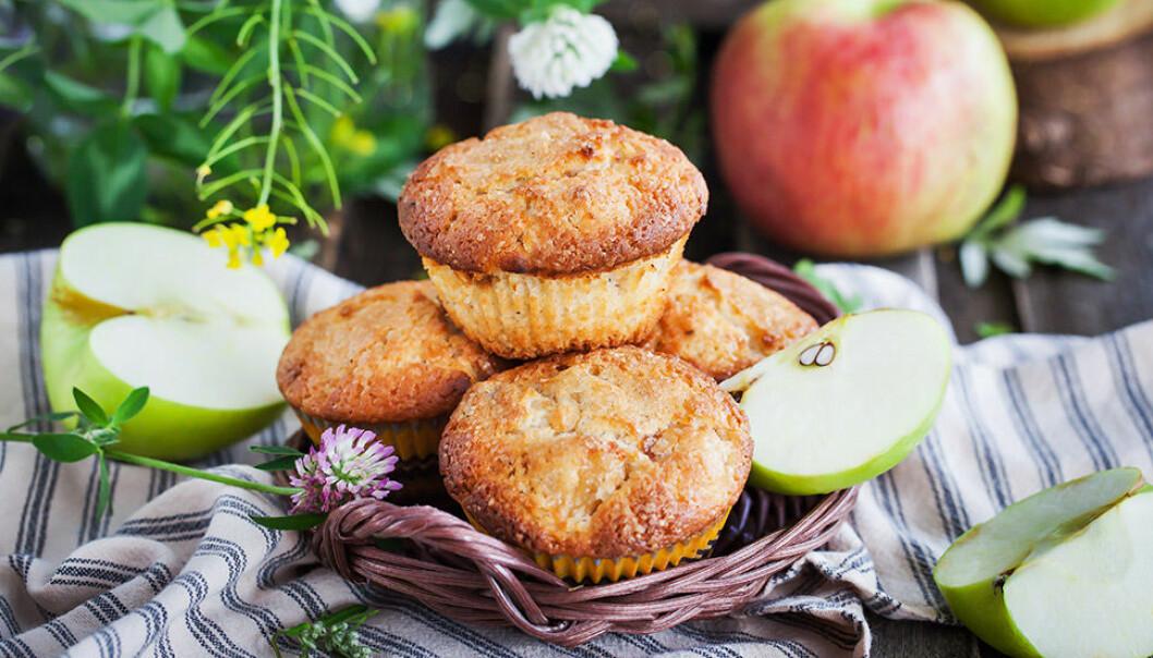 Frukostmuffins med äpple.