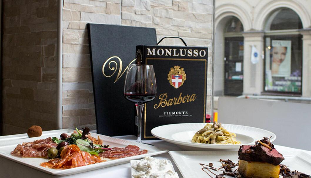 Monlusso Barbera passar perfekt till italiensk mat.