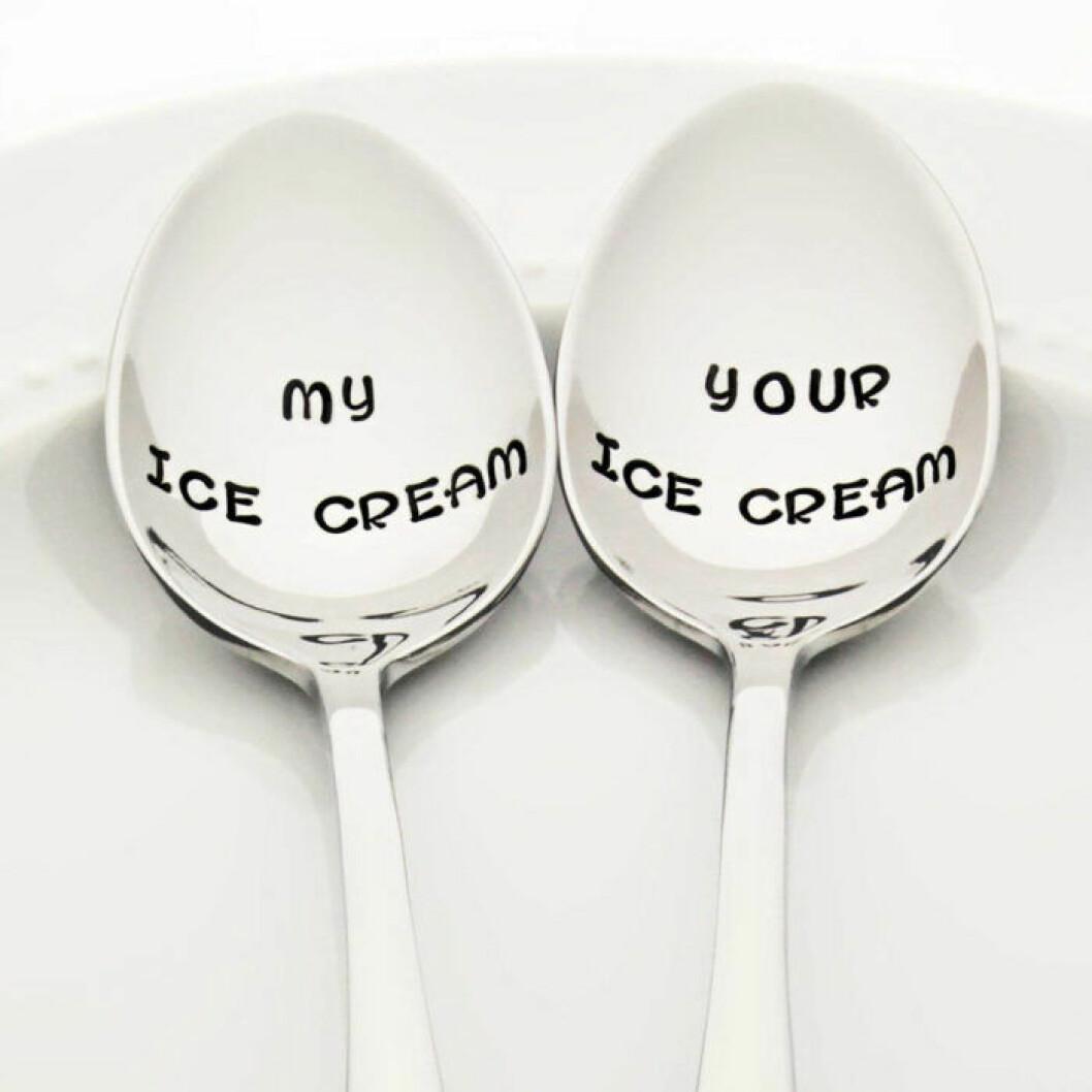 Glasskedar med inskriptionerna My ice cream och Your ice cream.