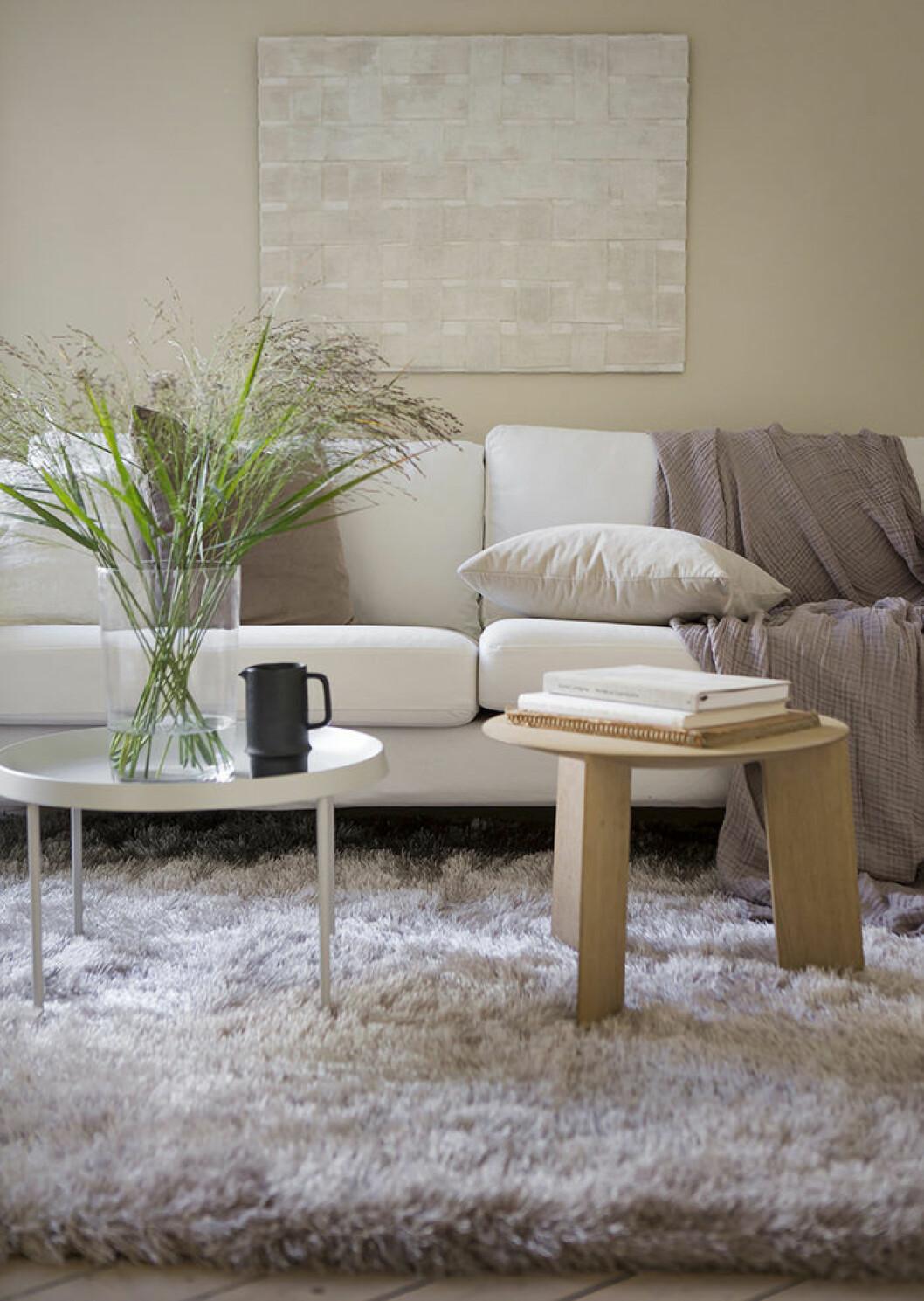 Gör vardagsrummet mysigare med en fluffig matta