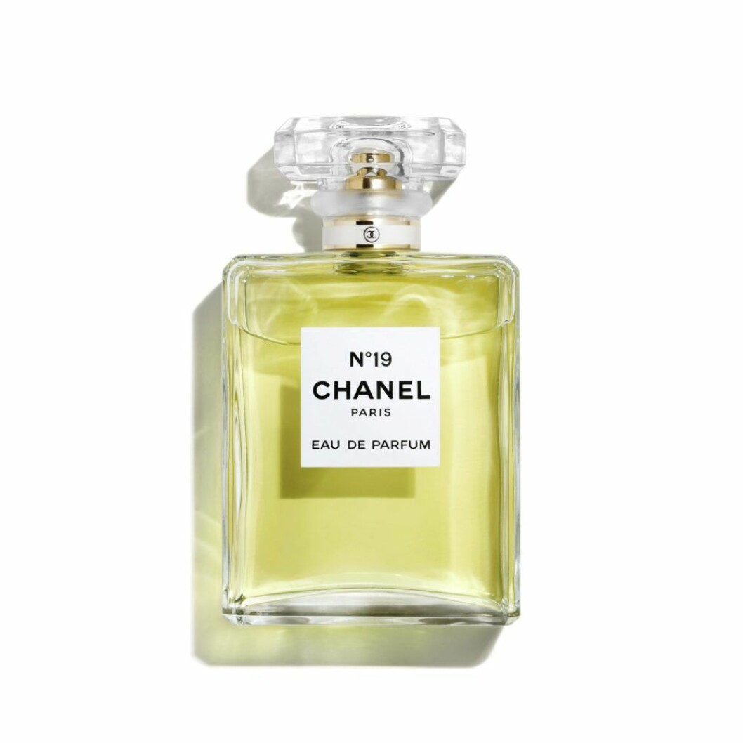 Parfym i den klassiska doften Nr19 av Chanel.