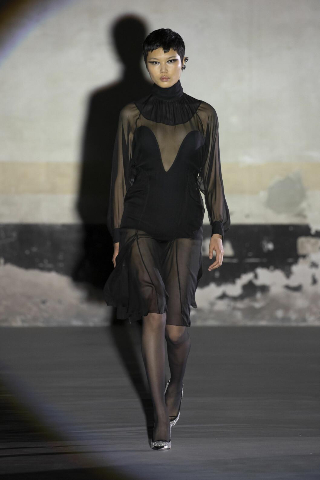 Transparent svart klänning