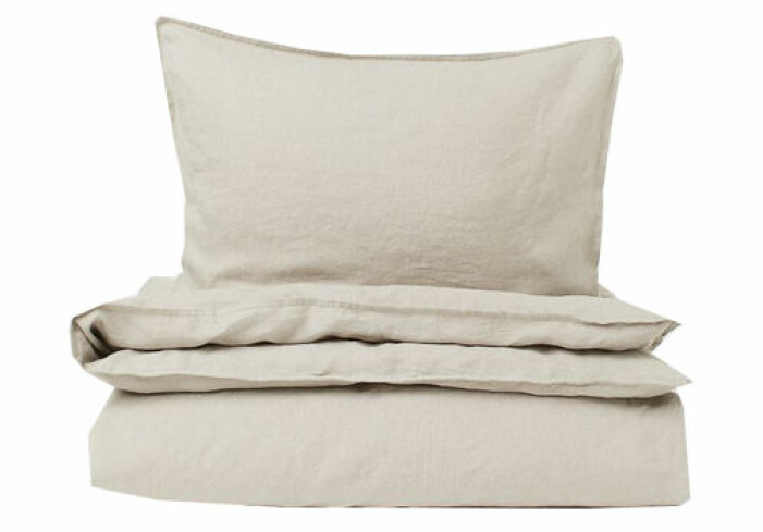 beige sängkläder i linne